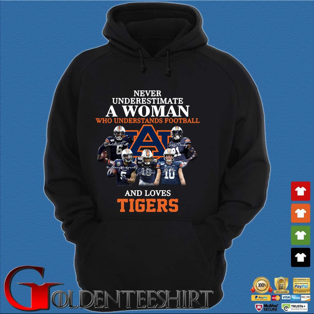 Never Underestimate A Woman Who Understands Football And Love Tiger Shirt Hoodie đen