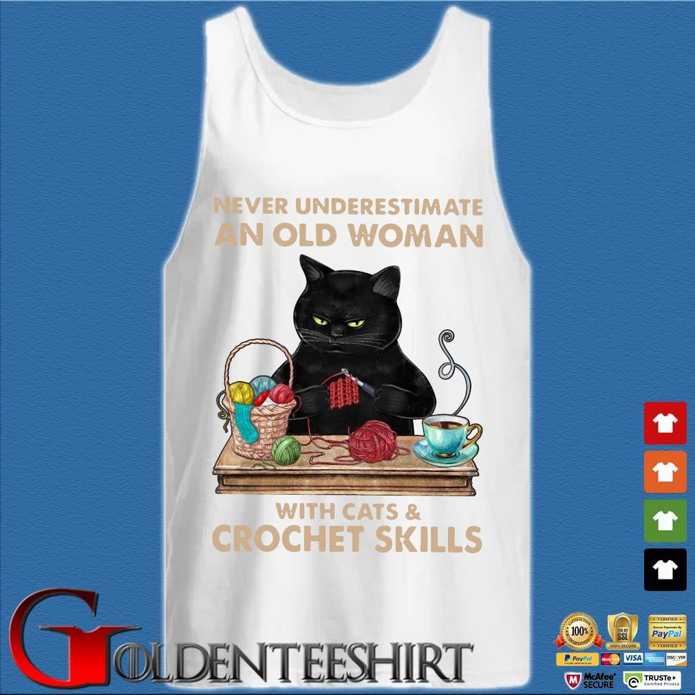 Never underestimate an old woman with cat and crochet skills s Tank top trắng