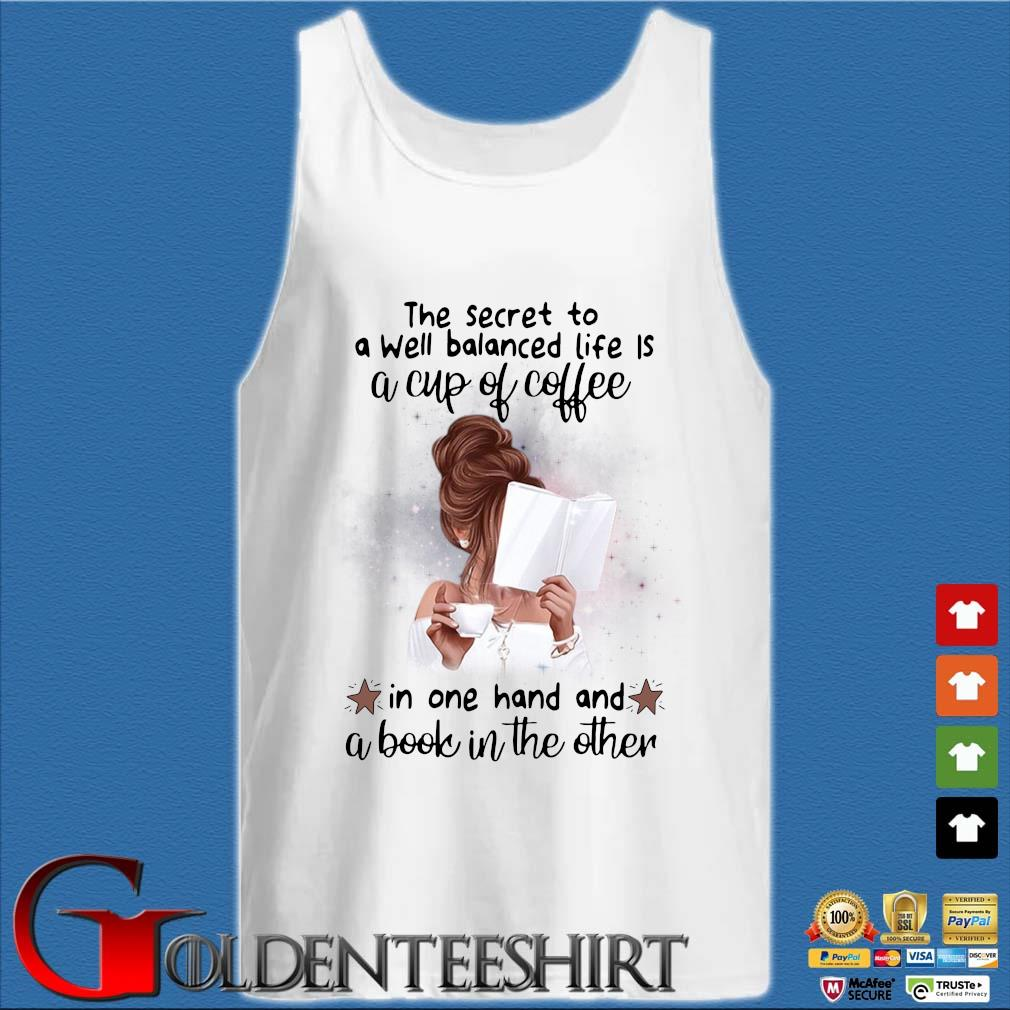 The secret to a well balanced life a cup of coffee in one hand and a book in the other s Tank top trắng